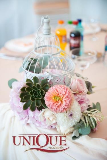 2Succulent and dahlia Wedding Flowers unique Moments